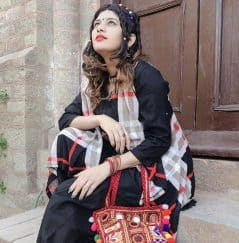 Isha Chabbara as Bua in mastram cast and crew 2020