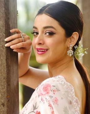 Darshana Banik in mx player webseries hello mini 2
