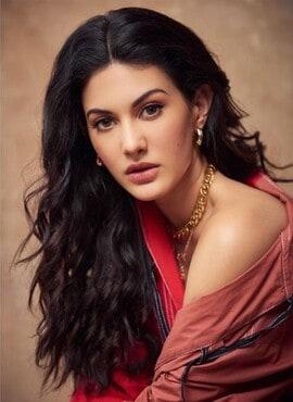 Amyra Dastur As Suhana In Koi Jaane Na
